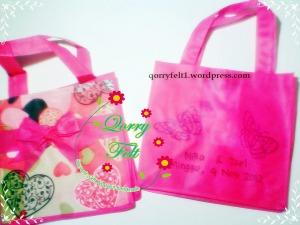 souvenir tas desain tulisan dan gambar