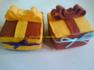 kotak cincin hias bunga dan pita