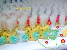 souvenir pernikahan parfum hias flanel