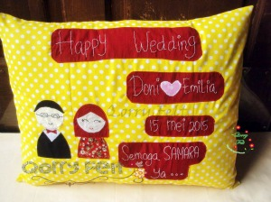 kado bantal pernikahan happy wedding