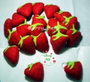 souvenir gantungan kunci buah strawberry